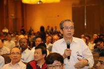 SISO member Ng Swee Ann raising a question to Sec-Gen